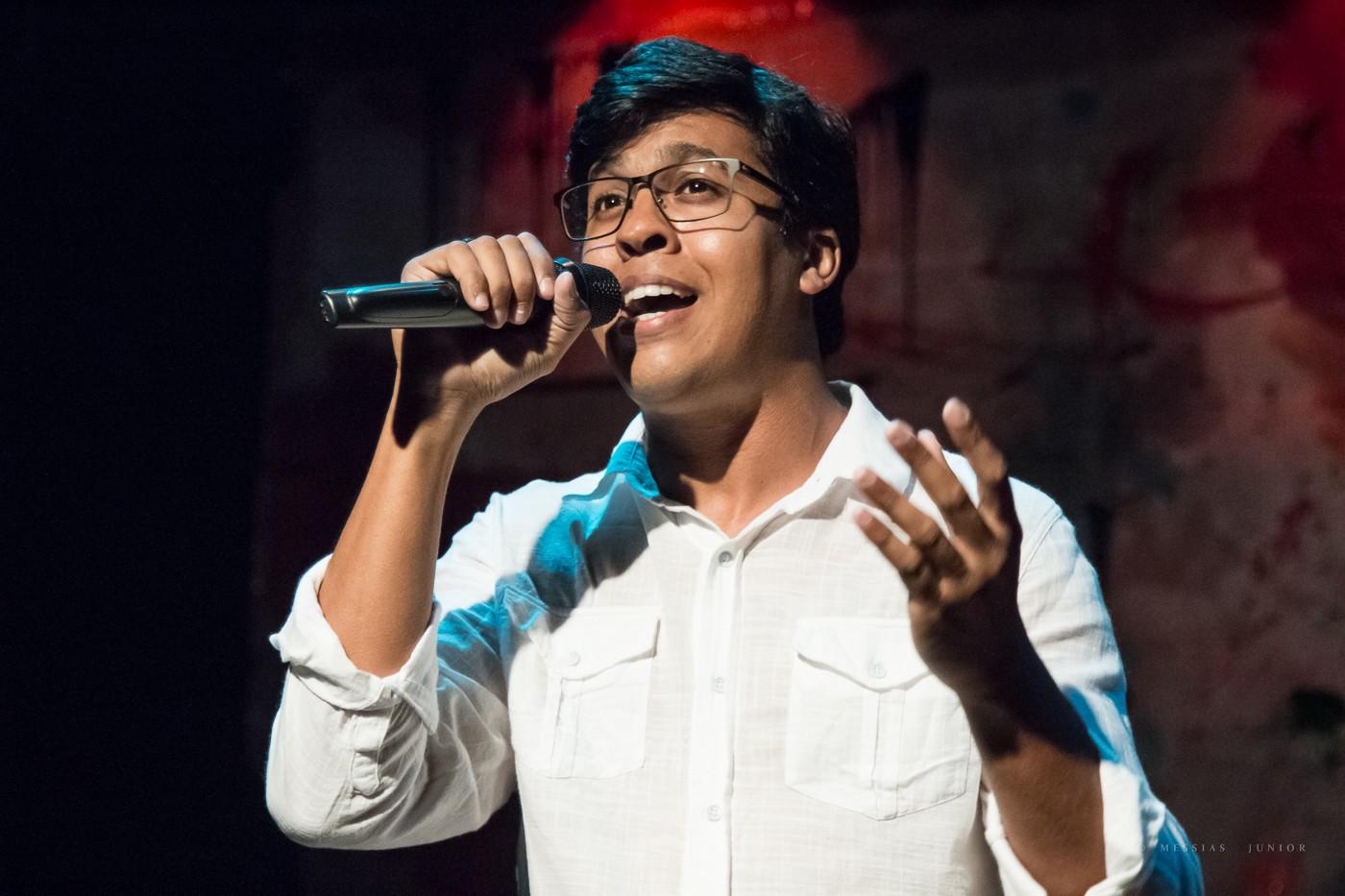 Cantor Rodrigo Avelino apresenta show autoral no projeto Quinta no Arena, em Maceió - Radio Evangelho Gospel