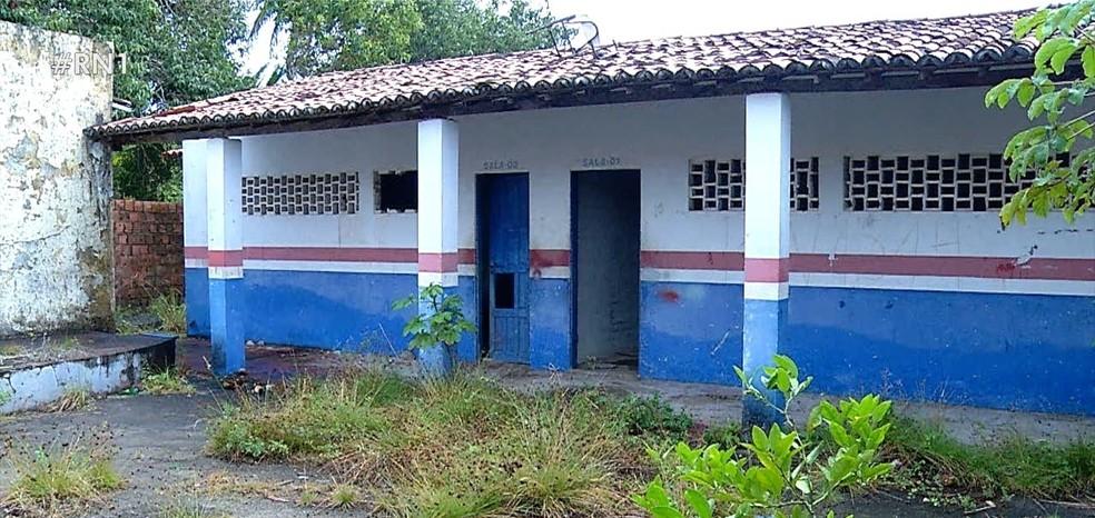 Prédio original da escola não passou por reformas e está abandonado — Foto: Reprodução/Inter TV Cabugi