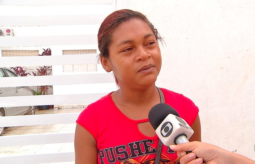 Ingrid de Araújo, mãe da menina Iasmin Lorena, desaparecida desde março em Natal (Foto: Reprodução/Inter TV Cabugi)
