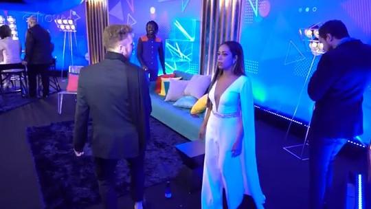 Samantha curte apresentação de Fafy e João Côrtes dança no lounge do Tiago Abravanel