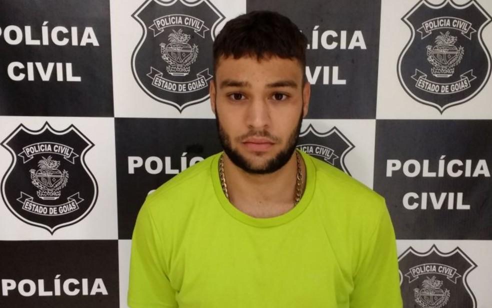 Lucas Dias Costa confessa à polícia que matou a mulher e escondeu o corpo na fossa da casa (Foto: Polícia Civil/ Divulgação)