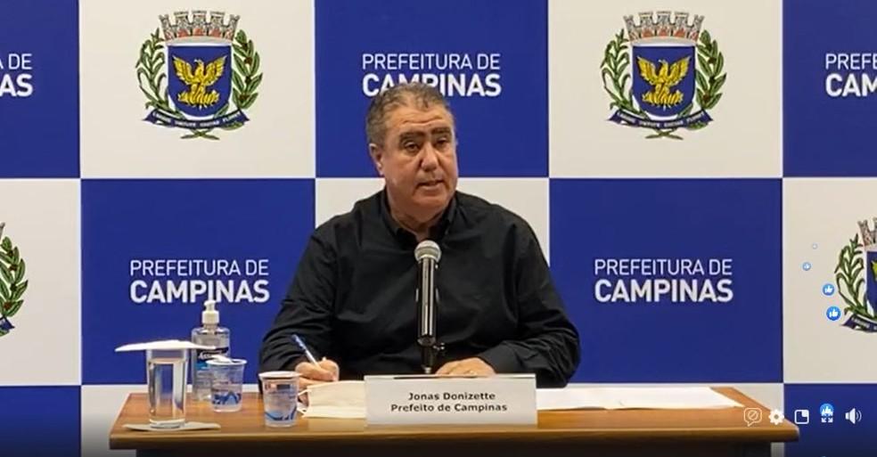 Prefeito de Campinas (SP), Jonas Donizette, durante a coletiva online nesta sexta-feira (21).  — Foto: Reprodução/Facebook