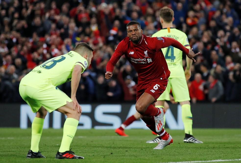 Wijnaldum comemora um dos gols da goleada do Liverpool sobre o Barcelona em 2019 — Foto: Reuters