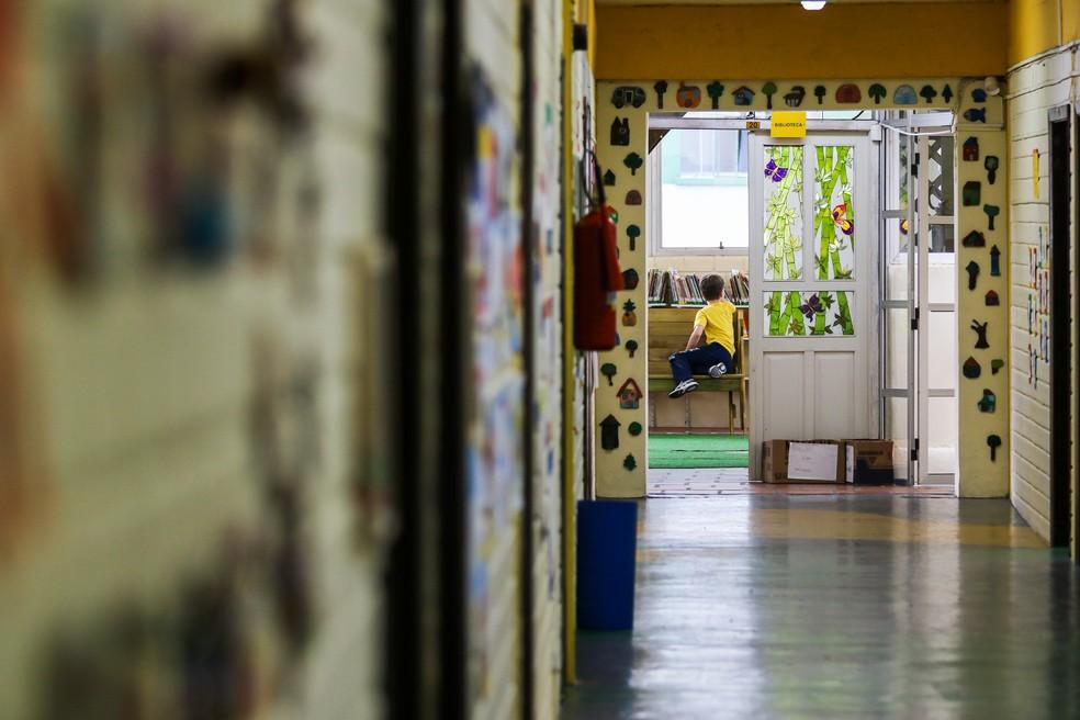 Escola de Curitiba em março, pouco antes do governo suspender as aulas  como medida de contenção da transmissão do novo coronavirus. — Foto: THEO MARQUES/FRAMEPHOTO/FRAMEPHOTO/ESTADÃO CONTEÚDO