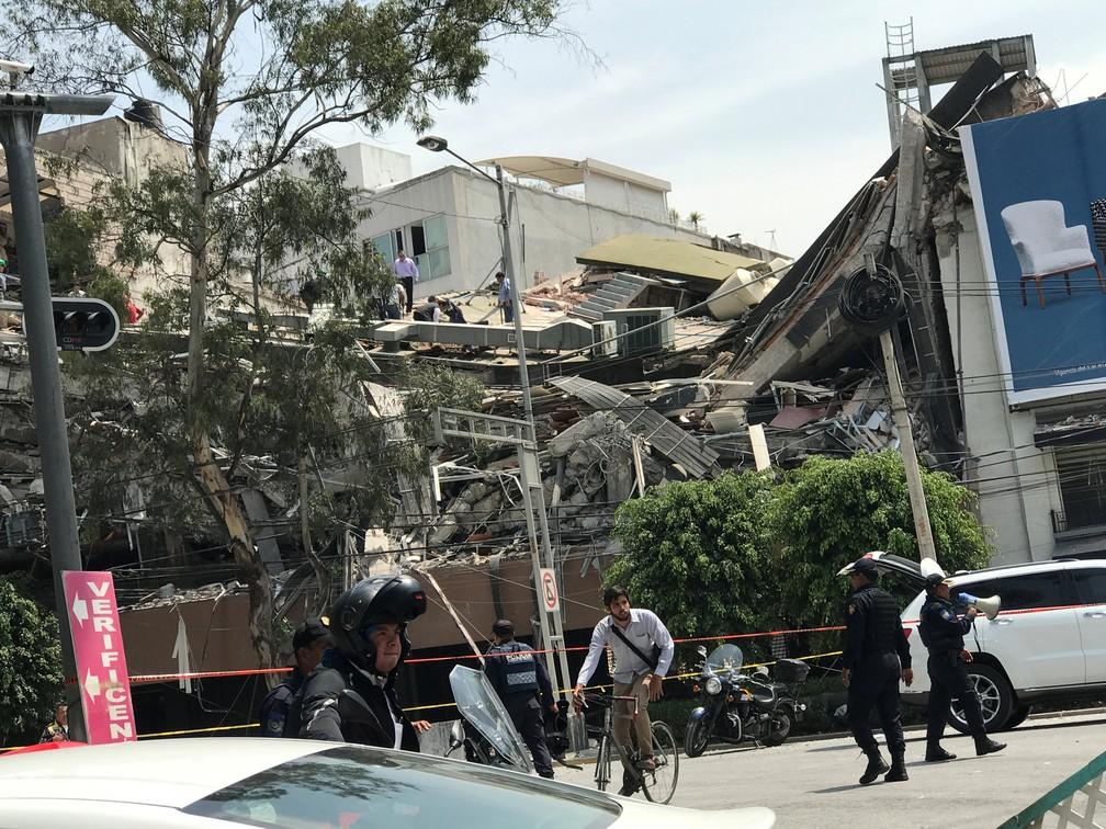 Prédio desaba após terremoto atingir a Cidade do México  (Foto: Claudia Daut/Reuters)