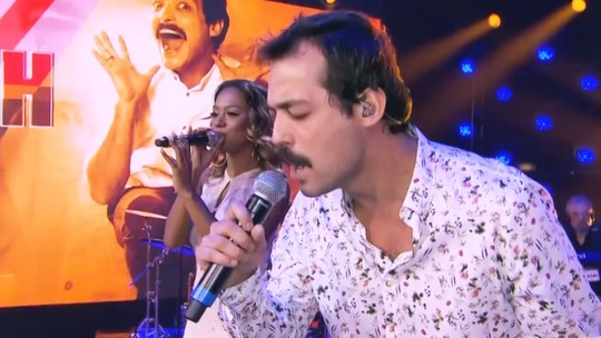 Eduardo Sterblitch surpreende plateia, canta 'O Rei Leão' e agita a web na final do 'PopStar'