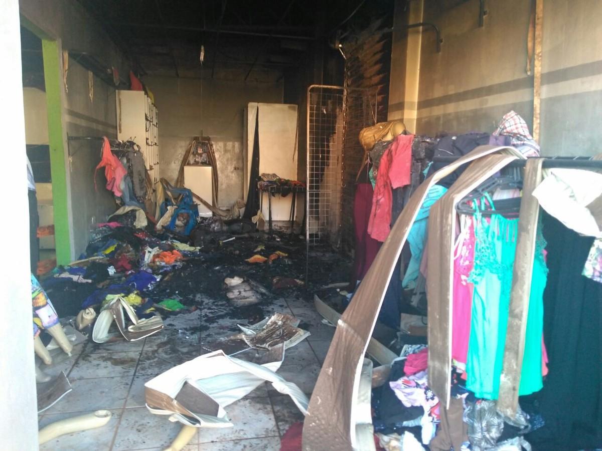 9a1d48534 Incêndio destrói estoque de loja de roupas e atinge padaria em bairro de  Campo Grande