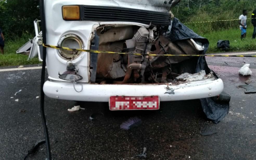 Kombi envolvida em acidente na BA-093, na Bahia â?? Foto: Divulgação/Graer