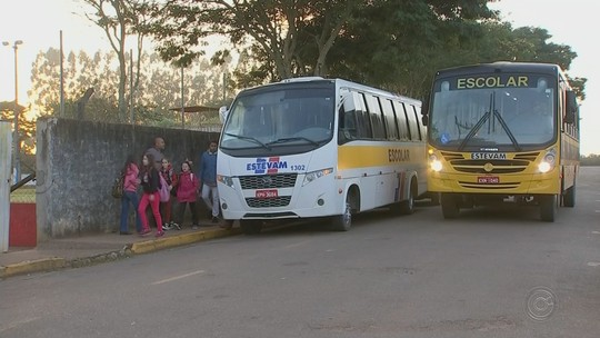 Ônibus escolares voltam a circular nas áreas rurais de Angatuba