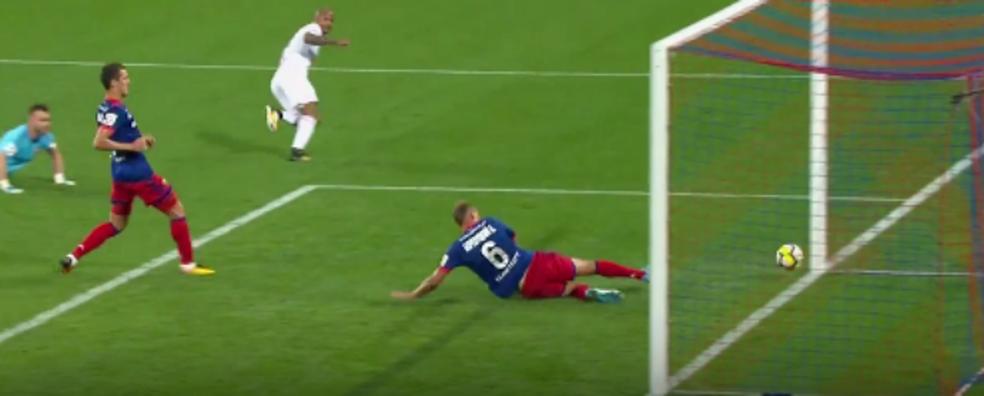 Ari faz gol pelo Lokomotiv Moscou (Foto: Reprodução/Twitter)