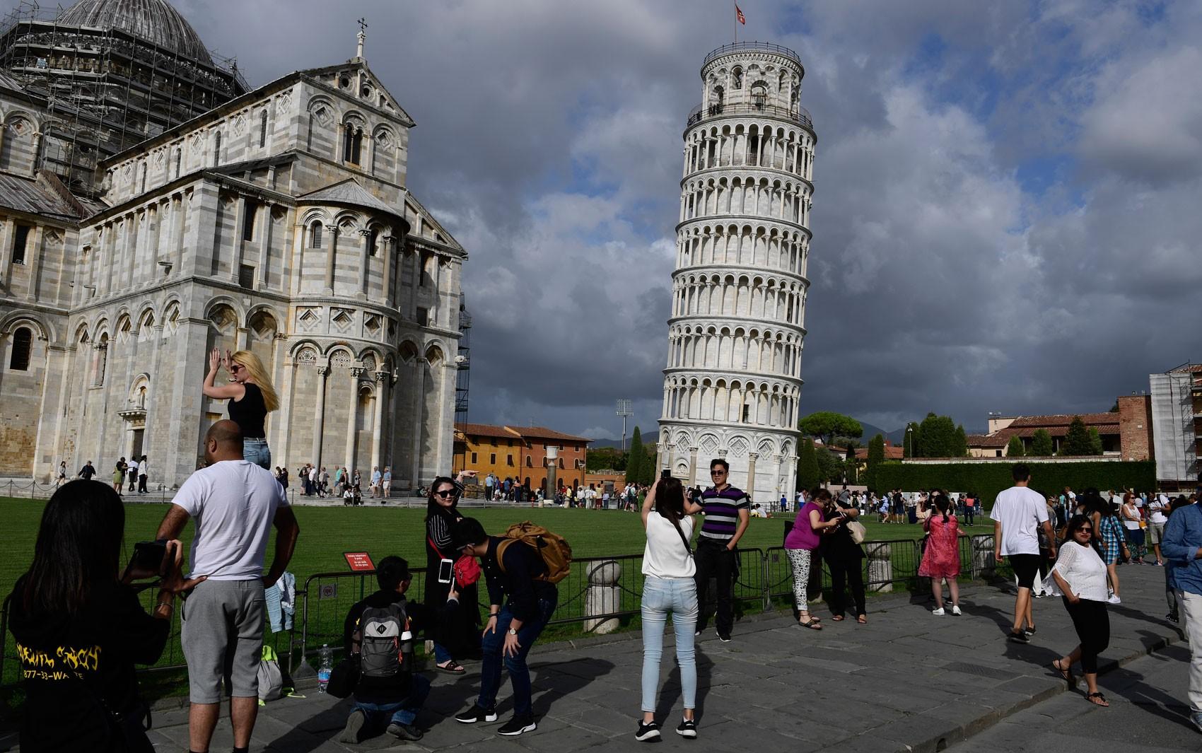 Após trabalhos de restauração, inclinação da Torre de Pisa começa a diminuir