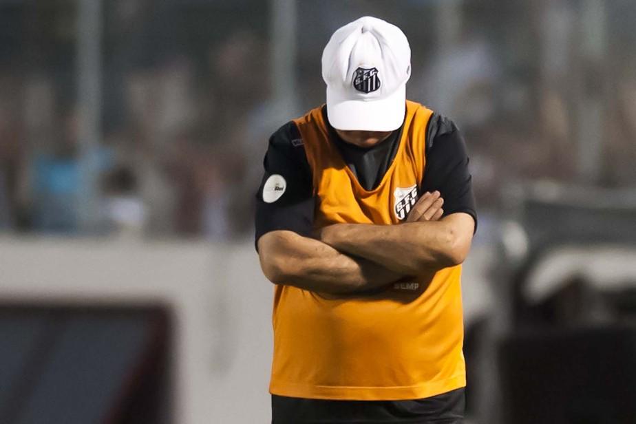 Santos demite Levir após derrota no clássico