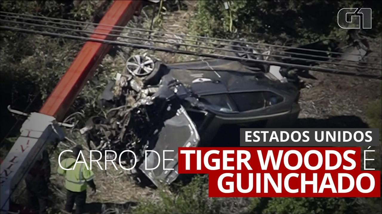 Carro de Tiger Woods é retirado de local do acidente nos Estados Unidos