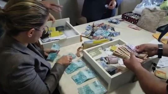 Polícia acha dinheiro e joias em fundo falso de armário em ação contra desvio do dízimo