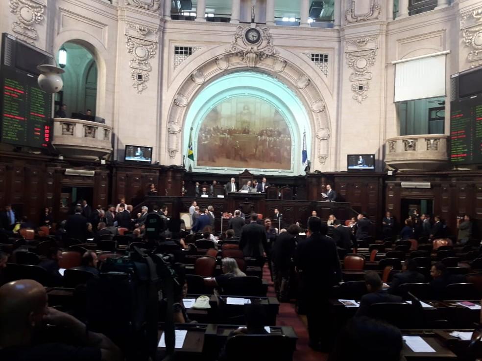 Alerj discute mudança na lei para deputados presos tomarem posse sob licença — Foto: Gabriel Barreira/G1