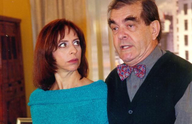 'Comigo é assim: pergunta idiota, tolerância zero!' era o bordão de Saraiva, personagem de Francisco Milani. O personagem era casado com Carolina (Stella Freitas) (Foto: Divulgação)