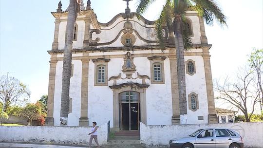 Igreja histórica degradada preocupa moradores de distrito em Ouro Preto
