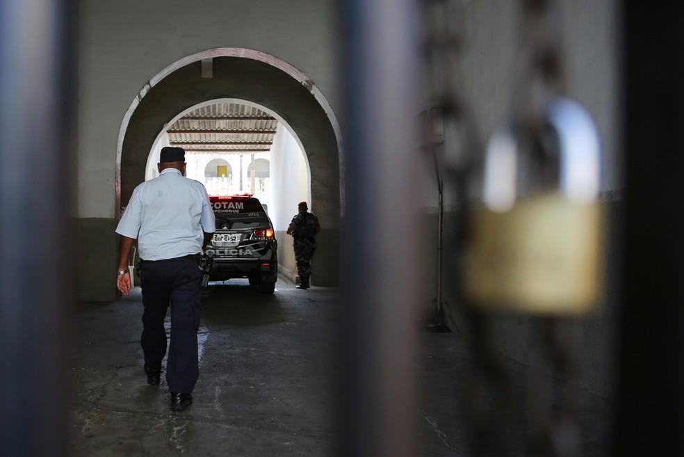 Além do crime de homicídio, Francisco Thiago responde por ter arremessado água quente em outro PM que dormia dentro do Presídio Militar, em Fortaleza. — Foto: Natinho Rodrigues/ SVM