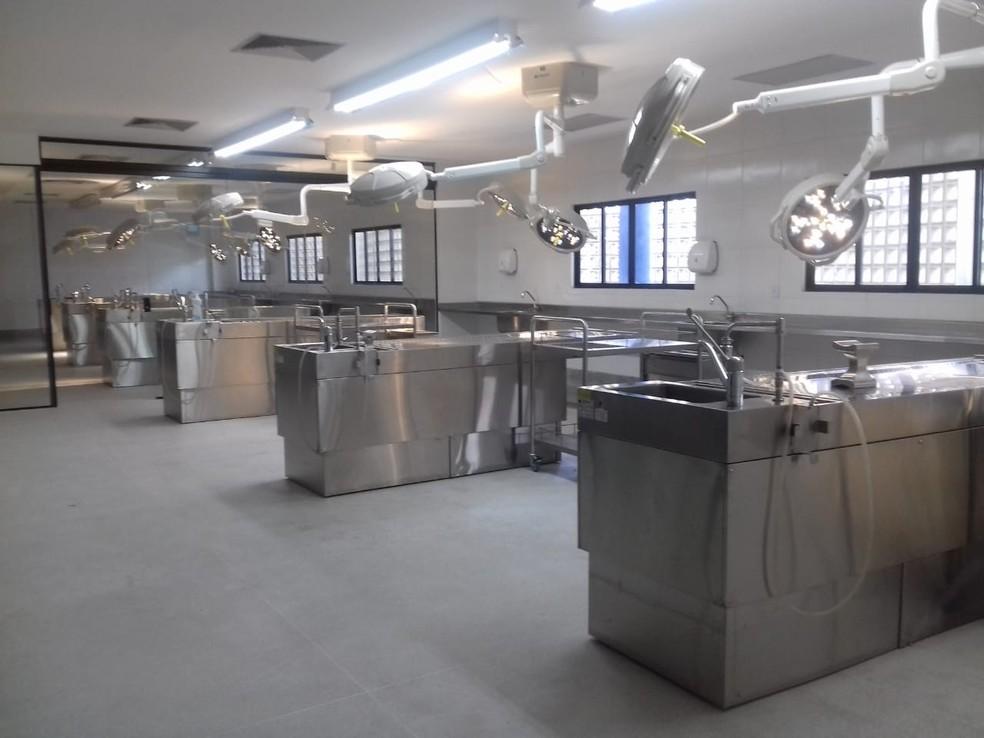 Novas salas são bem equipadas na nova sede do IML em Maceió (Foto: Andréa Resende/G1)