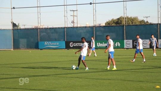 Maicon não é relacionado e desfalca o Grêmio contra o Cruzeiro  Bolaños  treina 2e52ce58a9fb6