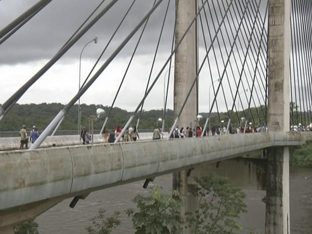 Ponte custou quase R$ 70 milhões aos cofres brasileiros (Foto: Reprodução/Rede Amazônica)