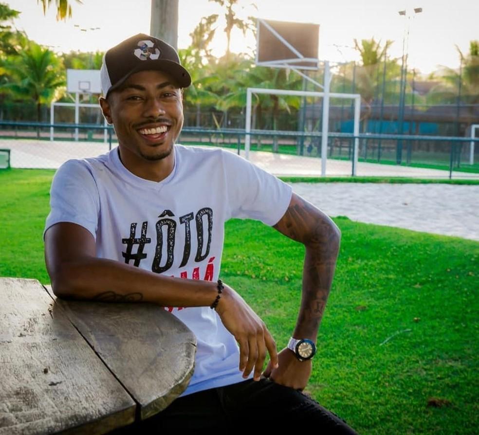 Bruno Henrique posa de modelo com camisa #ÔtoPatamá — Foto: Divulgação