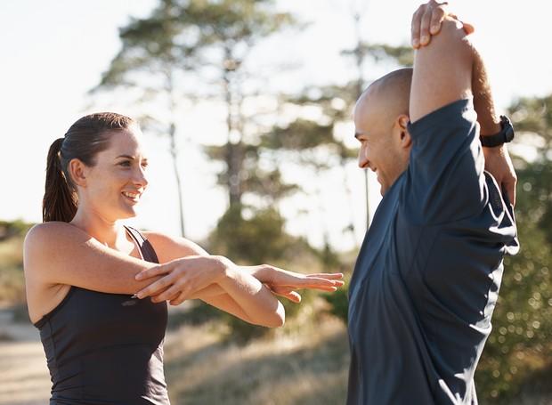 O alongamento é uma forma de cuidar da saúde das nossas juntas e músculos (Foto: Getty Images)