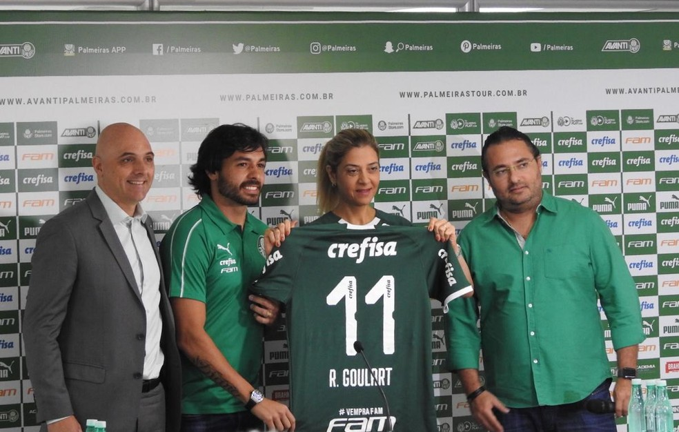 Ricardo Goulart foi apresentado pela diretoria no começo de fevereiro — Foto: Tossiro Neto