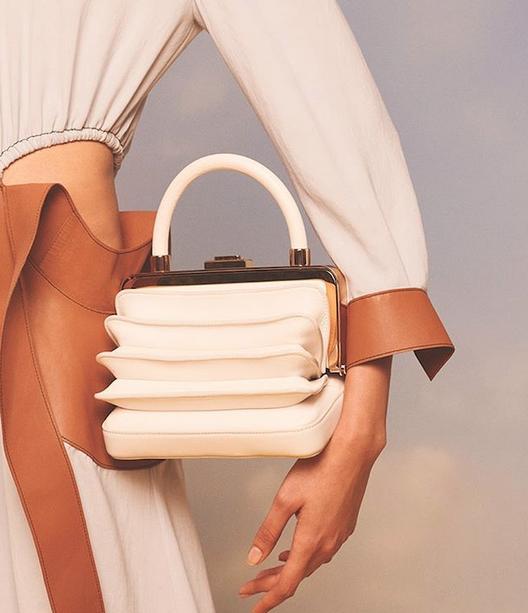 A bolsa Diana de Gabriela Hearst (Foto: Reprodução/Instagram)