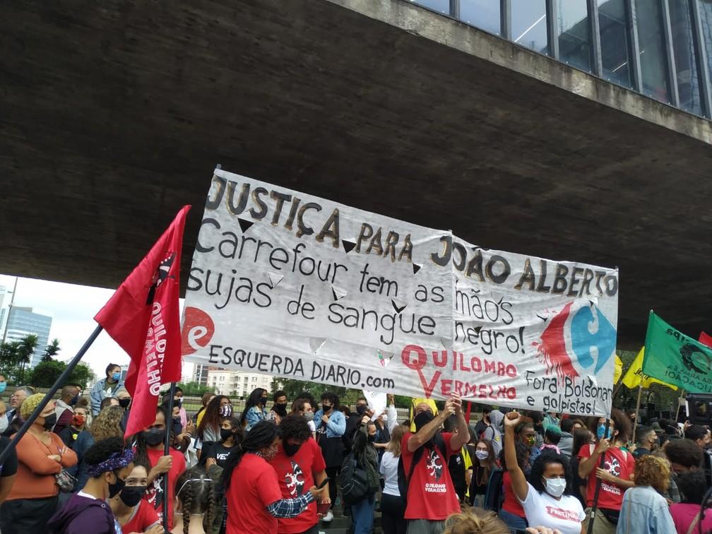 Manifestantes pedem justiça a João Alberto durante ato no Masp nesta sexta-feira (20) — Foto: Divulgação