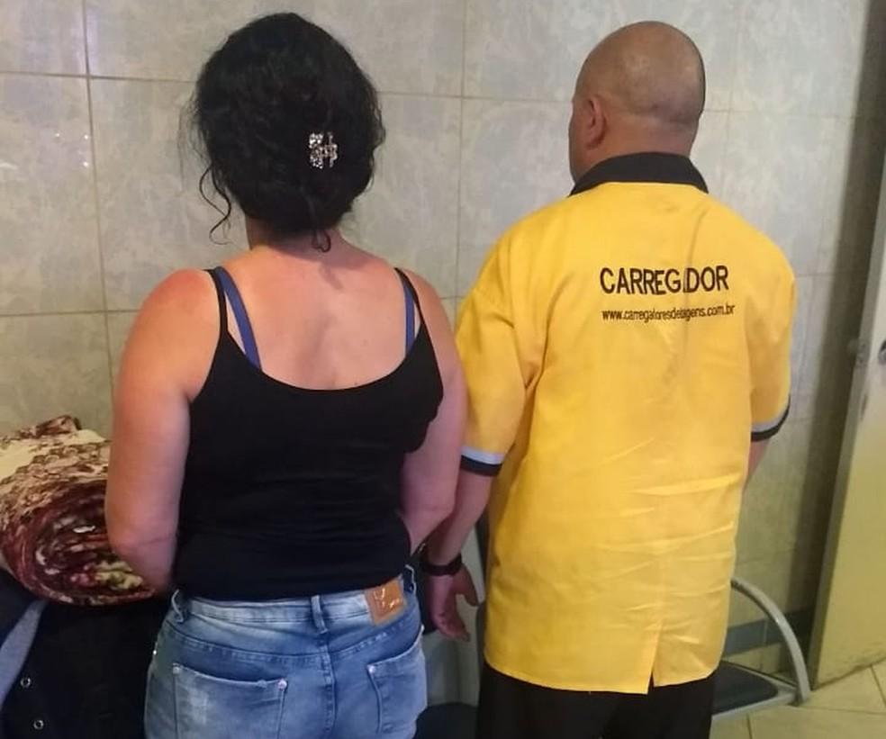 Mulher e suspeito foram detidos após apreensão em Araçariguama (Foto: Divulgação/Polícia Rodoviária)