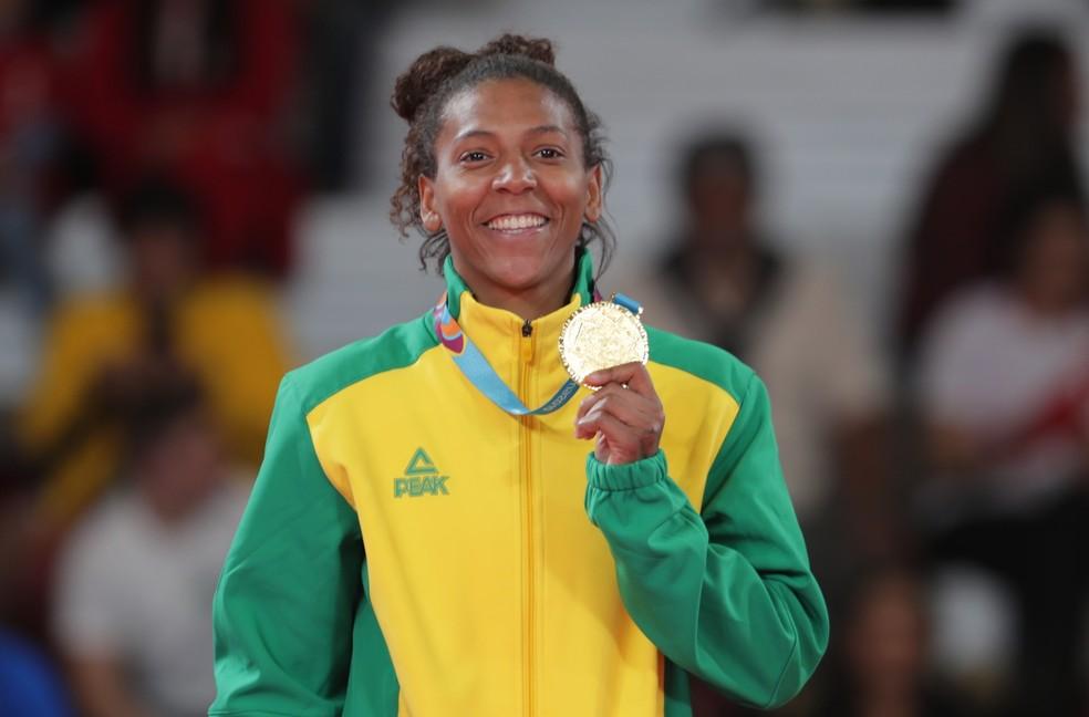 Rafaela Silva comemora o ouro inédito — Foto: Reuters