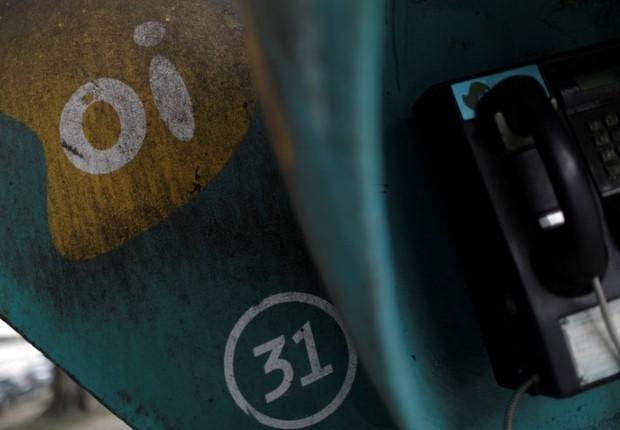 Logo da empresa de telecomunicação Oi em orelhão no Rio de Janeiro, Brasil (Foto: Ricardo Moraes/Reuters)
