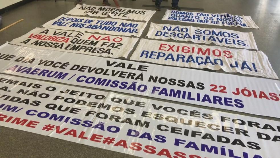 Protesto na Assembleia durante leitura do relatório da CPI de Brumadinho — Foto: Raquel Freitas/G1