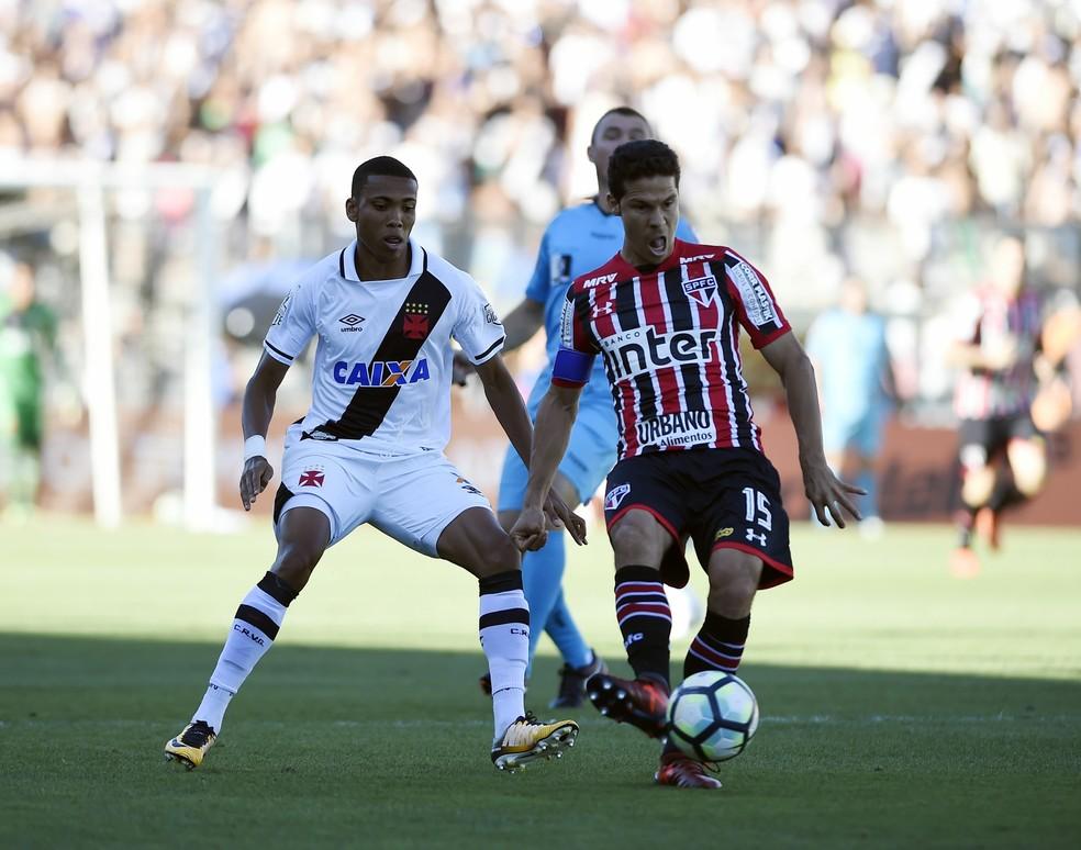 Hernanes tem sido o maior líder do São Paulo nessa retomada do time (Foto: André Durão/GloboEsporte.com)