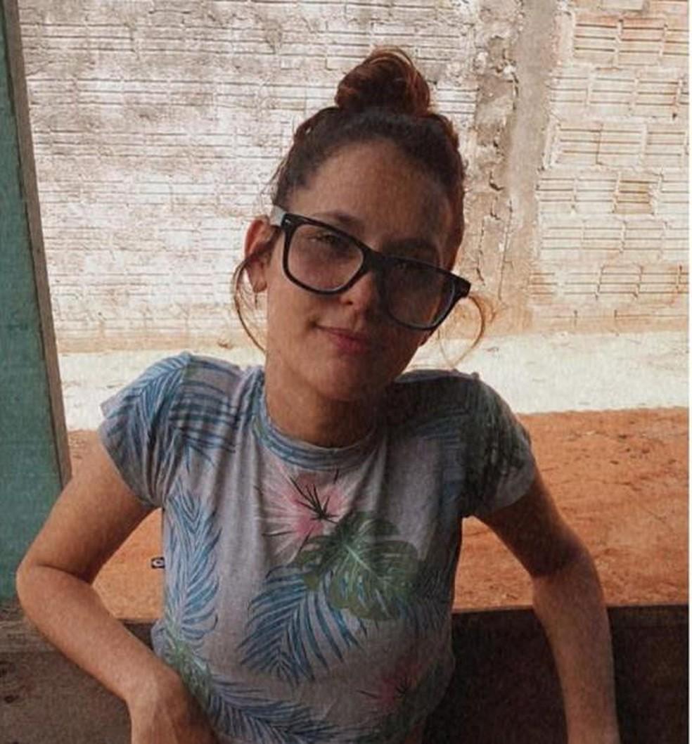 Neidia Taysa Barbosa Liberato, de 17 anos, morreu afogada ao tentar salvar o namorado em Mato Grosso — Foto: Facebook