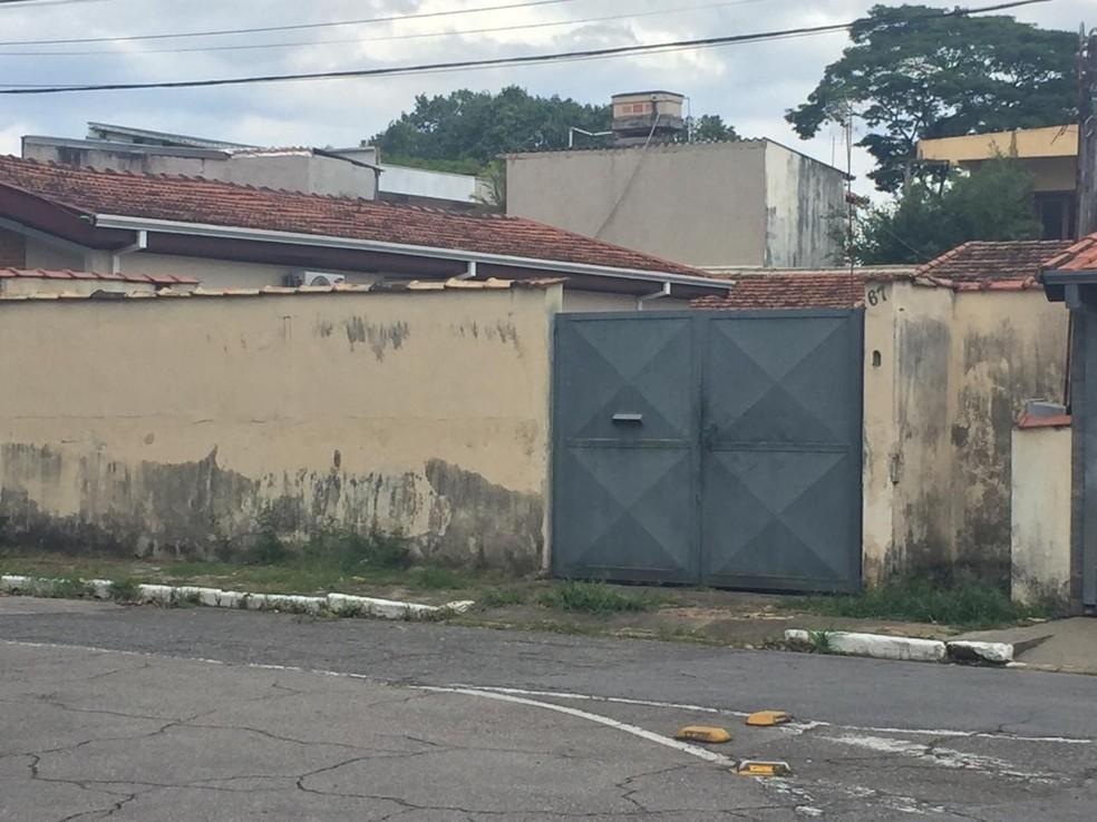 Homem é morto com cerca de 20 facadas em São José dos Campos — Foto: Vanessa Vantine/ TV Vanguarda