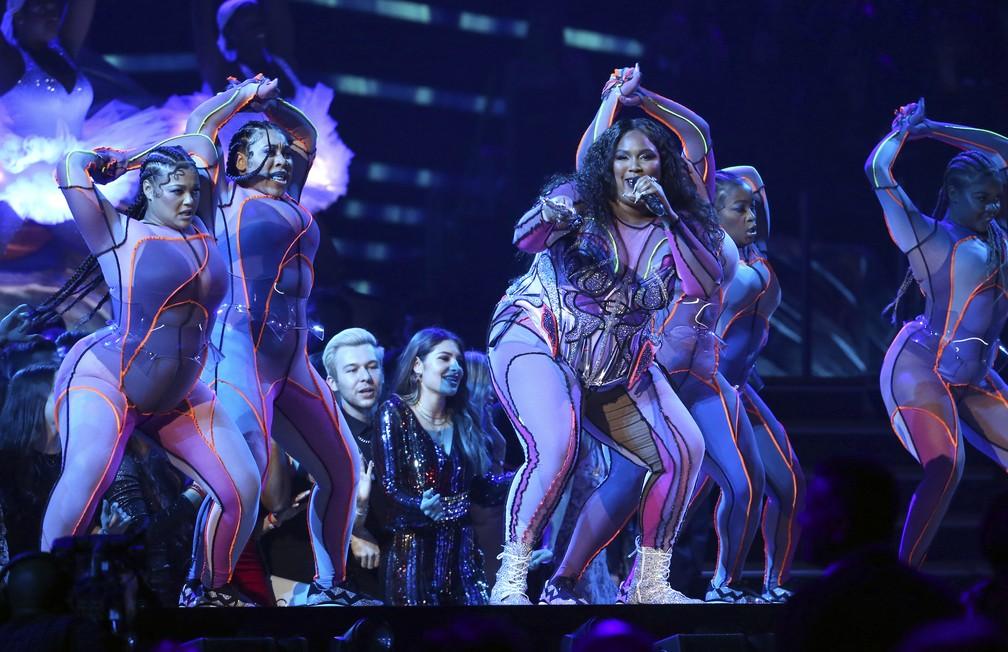 Lizzo se apresenta no Grammy 2020 — Foto: Matt Sayles/Invision/AP