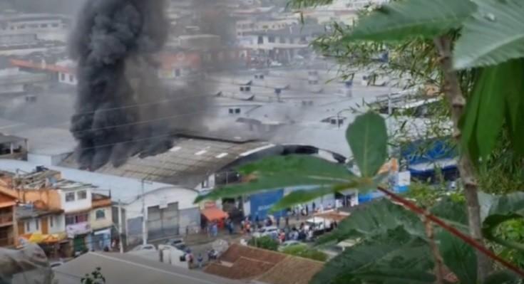 Galpão da 'Alunos do Samba', em Nova Friburgo, RJ, é parcialmente interditado após incêndio
