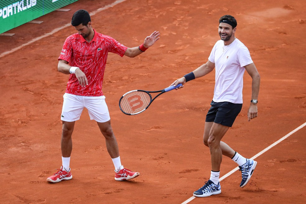 Novak Djokovic e Grigor Dimitrov na Adria Tour — Foto: REUTERS/Marko Djurica