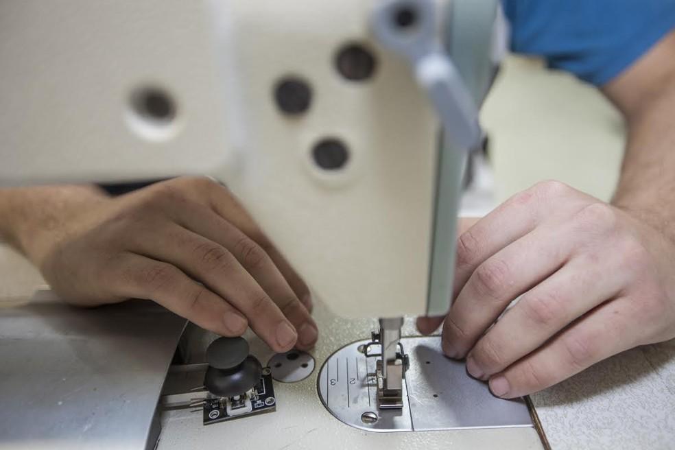 Há vagas em curso para manutenção de máquina de costura — Foto: Ricardo Funari/Firjan