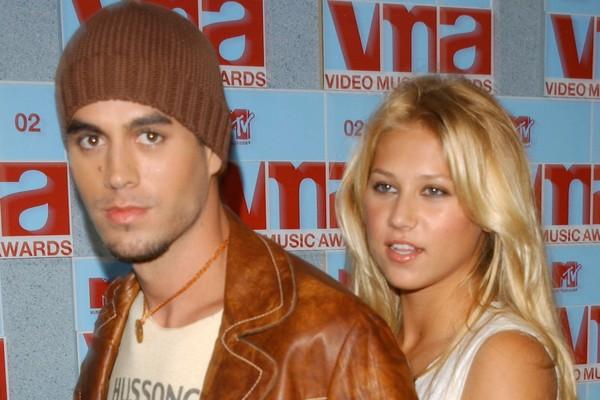 O cantor Enrique Iglesias com a namorada, a ex-tenista Anna Kournikova (Foto: Getty Images)