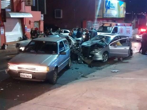 Apesar dos estragos, ocupantes tiveram ferimentos leves  (Foto: Luiz Magesto/ Arquivo pessoal )