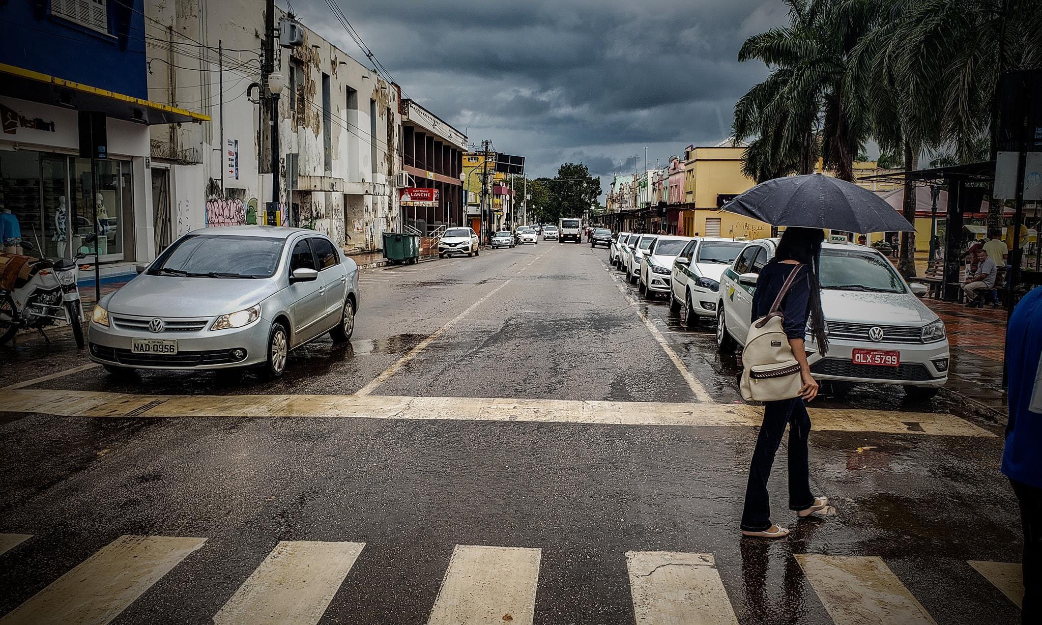Frente fria permanece nesta quarta-feira (8) e há previsão de chuvas a qualquer hora do dia no Acre