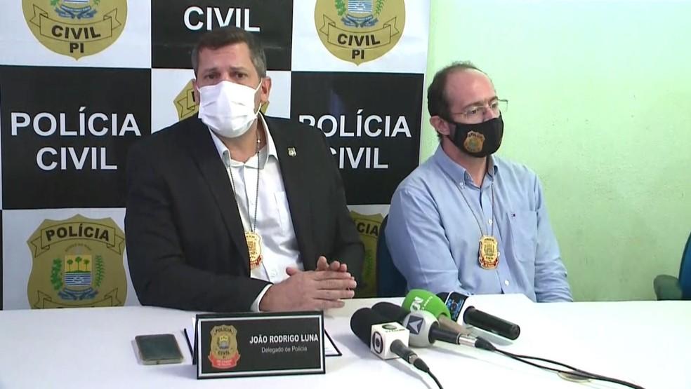 Delegados João Rodrigo e o Maicon kaestner durante coletiva da Operação Sicário, no Piauí — Foto: Tiago Mendes/TV Clube