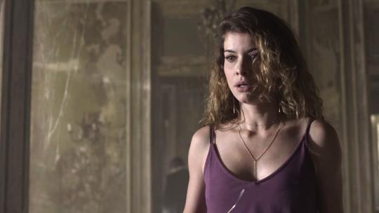 Isabel tem visão na casa de Julia Castelo; assista à chamada!