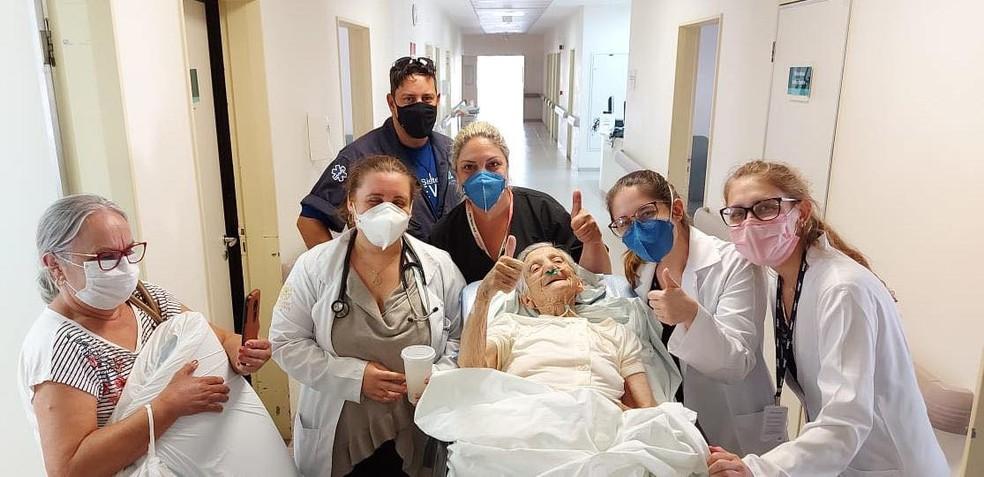 """Idosa era chamada de """"nossa velhinha"""" pelos profissionais da saúde que atenderam ela enquanto ficou internada pela Covid-19 em Botucatu (SP) — Foto: Estela Pinheiro Machado/ Divulgação"""
