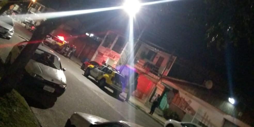Arrastão a ônibus no bairro Pinheirinho terminou com suspeito morto pela PM, neste domingo (26), em Curitiba (Foto: Sindimoc/Divulgação)