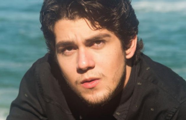 Daniel Rangel, que esteve no filme 'Fala comigo', grande vencedor do Festival do Rio em 2016, surgirá na TV em 'Novo mundo', novela das 18h (Foto: Reprodução)