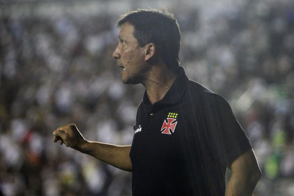 Zé Ricardo, técnico do Vasco, não sabe se sai ou se fica (Foto: Paulo Fernandes/Vasco)